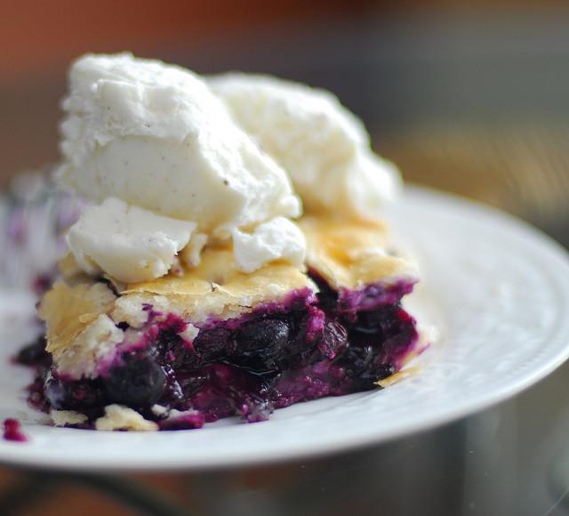 Blueberry Pie with Ice Cream